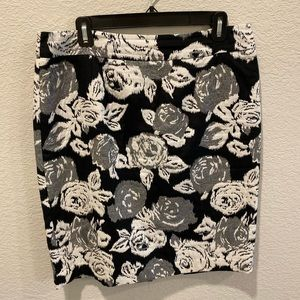 Rose print black & white Banana Republic skirt
